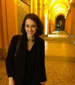 Sara Fabianelli, toscana, bolognese d'adozione, con Parigi nel cuore, dove ha studiato e spera un giorno di tornare. Dottoranda in diritto costituzionale presso l'Università di Bologna, i suoi temi prediletti sono i nuovi diritti, l'ambiente, la giustizia costituzionale.